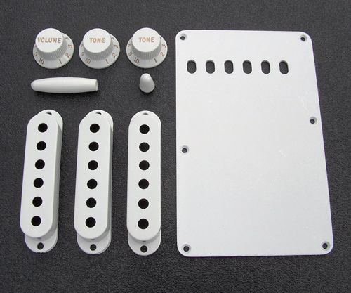 099-1362-000 0991362000 Fender Stratocaster White Accessory Kit