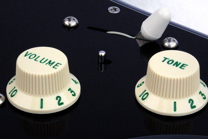 Black Strat Recessed Mini-Toggle Switch/'62 Green Lettered & Numbered Control Knobs